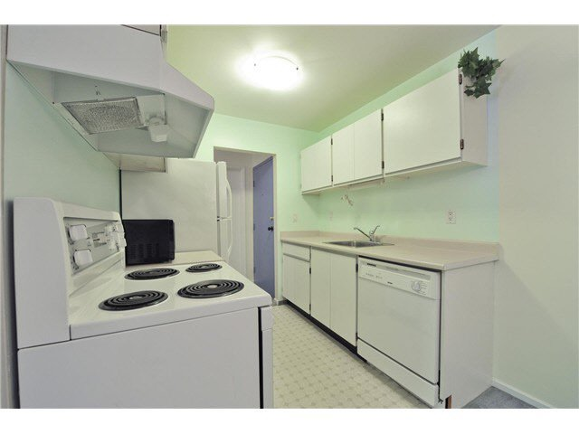 "Photo 10: Photos: 118 6931 COONEY Road in Richmond: Brighouse Condo for sale in ""Dolphin Place"" : MLS®# V1077889"