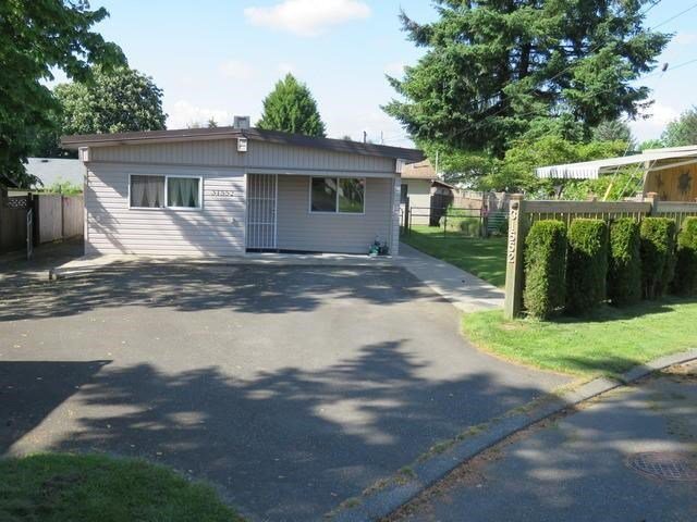 Main Photo: 31552 Monarch Court in Abbotsford: House for sale : MLS®# f1443684
