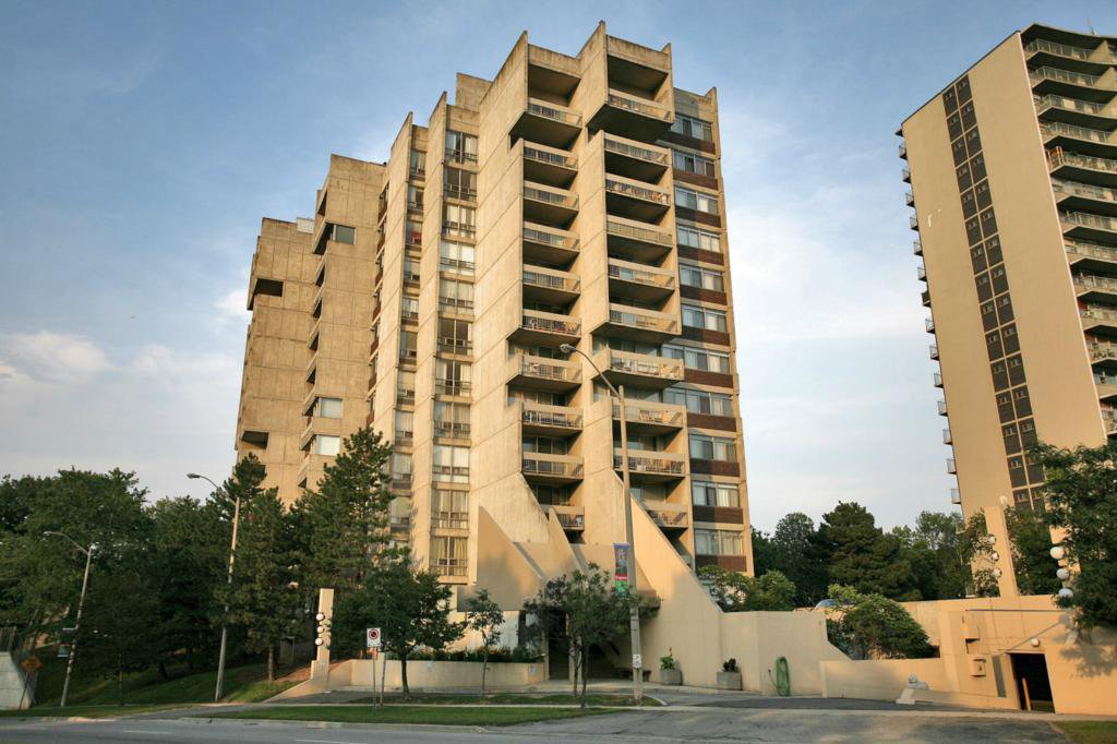 Main Photo: 20 Speers Rd #707 in : 1002 - CO Central CND for sale (Oakville)  : MLS®# OM2079449