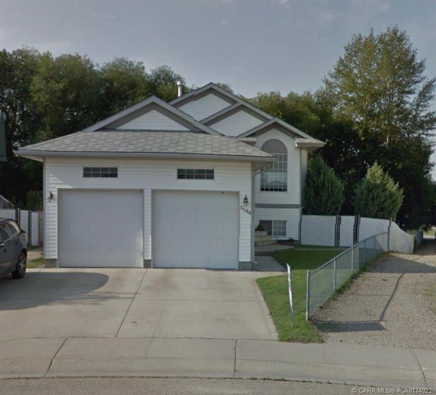 Main Photo: 5240 41 Street Crescent in Innisfail: IL Carriage Park Residential for sale : MLS®# CA0174923