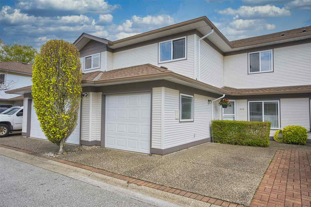 "Main Photo: 206 16233 82 Avenue in Surrey: Fleetwood Tynehead Townhouse for sale in ""The Orchards"" : MLS®# R2452467"