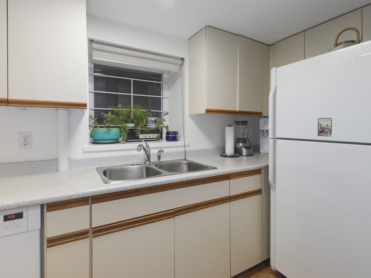 """Photo 6: Photos: 103 1943 E 1ST Avenue in Vancouver: Grandview Woodland Townhouse for sale in """"THE VAULT"""" (Vancouver East)  : MLS®# R2465391"""