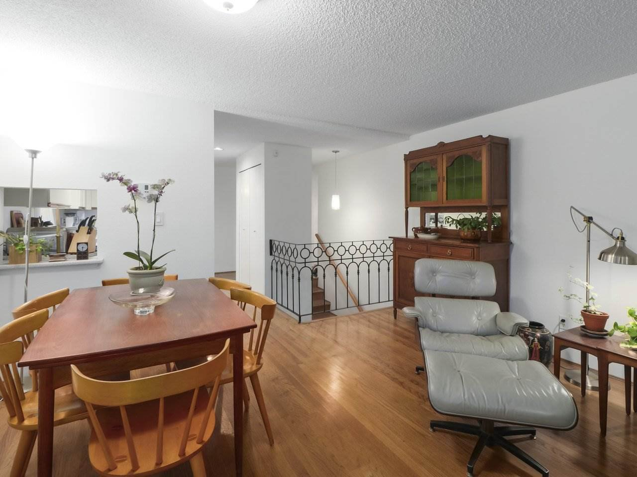 """Photo 4: Photos: 103 1943 E 1ST Avenue in Vancouver: Grandview Woodland Townhouse for sale in """"THE VAULT"""" (Vancouver East)  : MLS®# R2465391"""