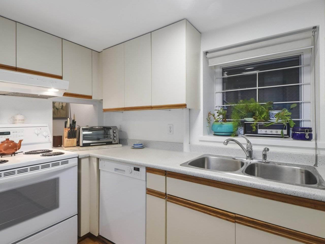 """Photo 5: Photos: 103 1943 E 1ST Avenue in Vancouver: Grandview Woodland Townhouse for sale in """"THE VAULT"""" (Vancouver East)  : MLS®# R2465391"""