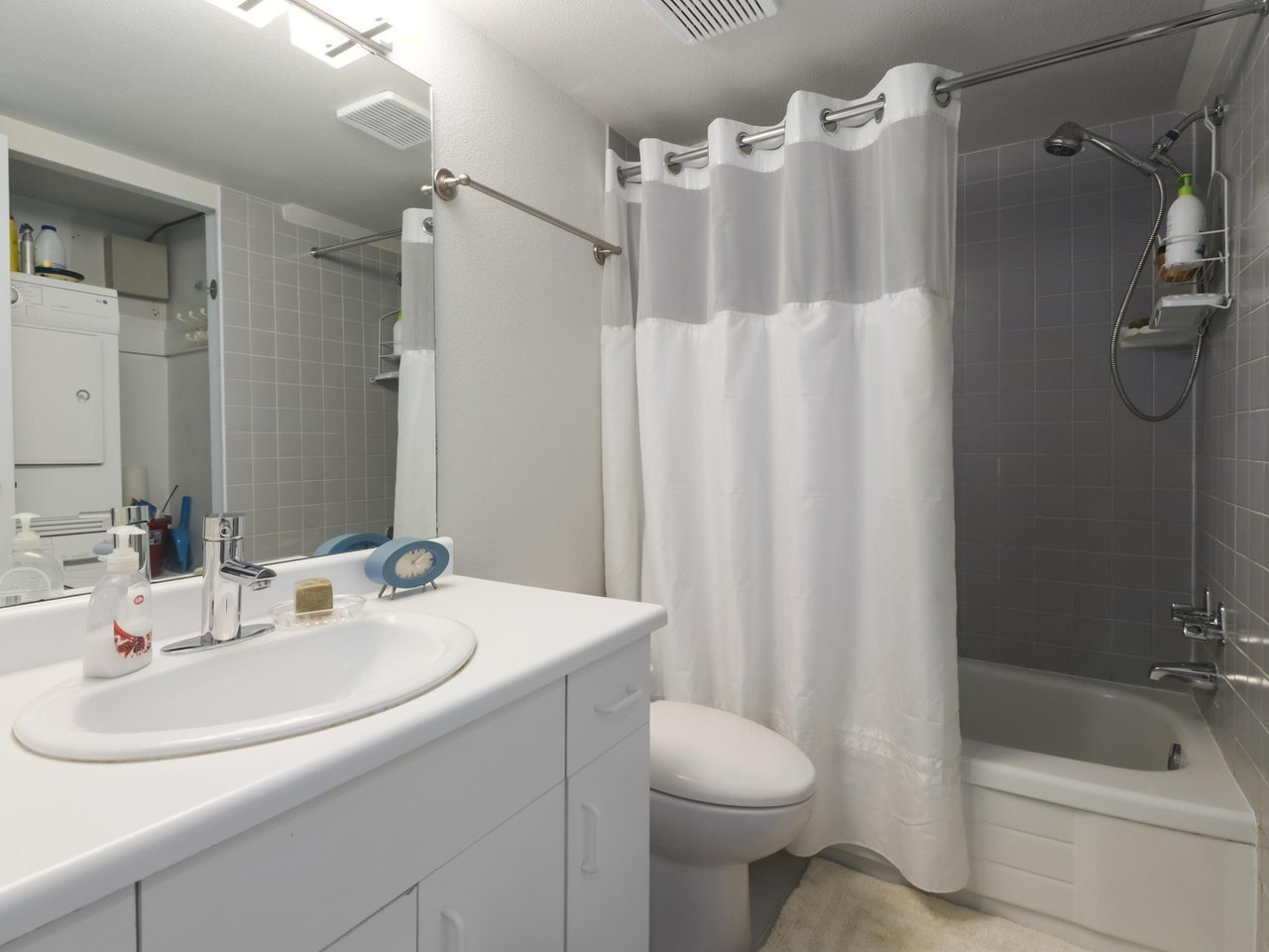 """Photo 14: Photos: 103 1943 E 1ST Avenue in Vancouver: Grandview Woodland Townhouse for sale in """"THE VAULT"""" (Vancouver East)  : MLS®# R2465391"""