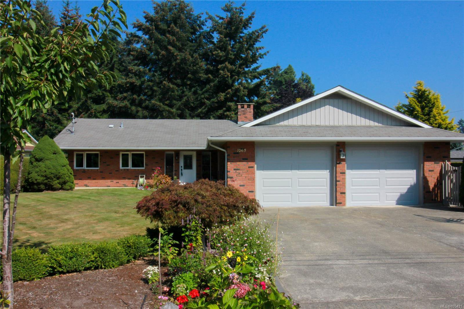 Main Photo: 1063 Widgeon Pl in : PQ Qualicum Beach Single Family Detached for sale (Parksville/Qualicum)  : MLS®# 855431