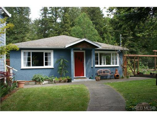 Main Photo: 100 Goward Rd in VICTORIA: SW Prospect Lake Single Family Detached for sale (Saanich West)  : MLS®# 608302