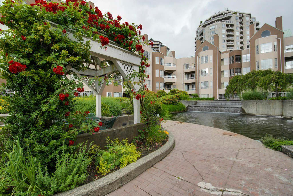 Main Photo: # 409 1150 QUAYSIDE DR in New Westminster: Quay Condo for sale : MLS®# V1109287