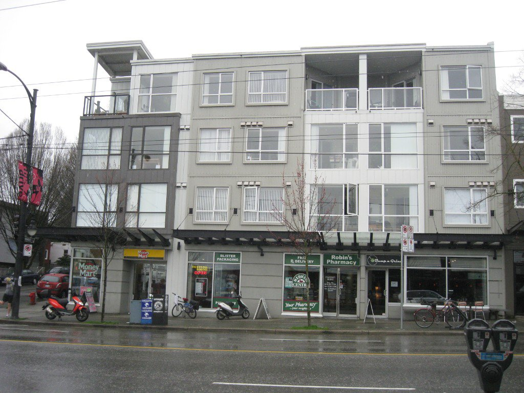 Photo 2: Photos: 916 Commercial Dr in Vancouver: Home for sale