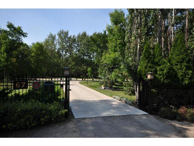 Main Photo: 67 BISHOP'S Lane in WINNIPEG: Charleswood Residential for sale (South Winnipeg)  : MLS®# 1218308