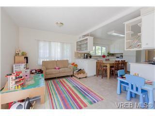Photo 4: Photos: 1341/1343 Balmoral in : Vi Fernwood Revenue Duplex for sale (Victoria)  : MLS®# 368642