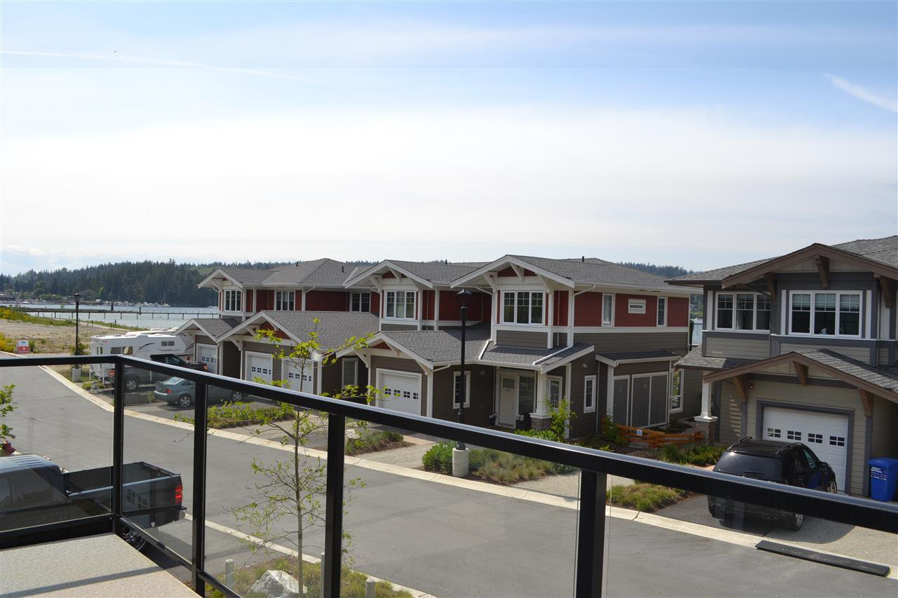 Main Photo: 5990 BEACHGATE LANE in Sechelt: Sechelt District Townhouse for sale (Sunshine Coast)  : MLS®# R2063345