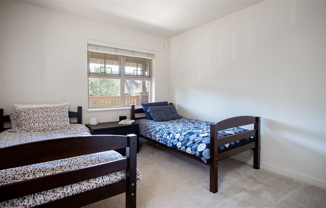 Photo 15: Photos: 401 675 PARK CRESCENT in New Westminster: GlenBrooke North Condo for sale : MLS®# R2304752