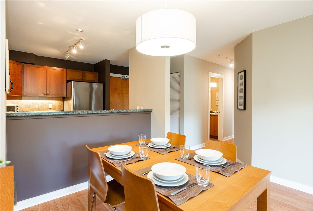 Photo 4: Photos: 401 675 PARK CRESCENT in New Westminster: GlenBrooke North Condo for sale : MLS®# R2304752