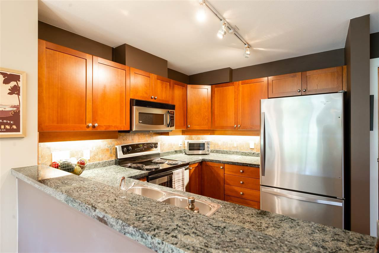Photo 5: Photos: 401 675 PARK CRESCENT in New Westminster: GlenBrooke North Condo for sale : MLS®# R2304752