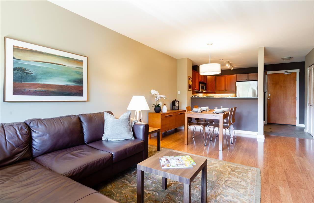 Photo 3: Photos: 401 675 PARK CRESCENT in New Westminster: GlenBrooke North Condo for sale : MLS®# R2304752