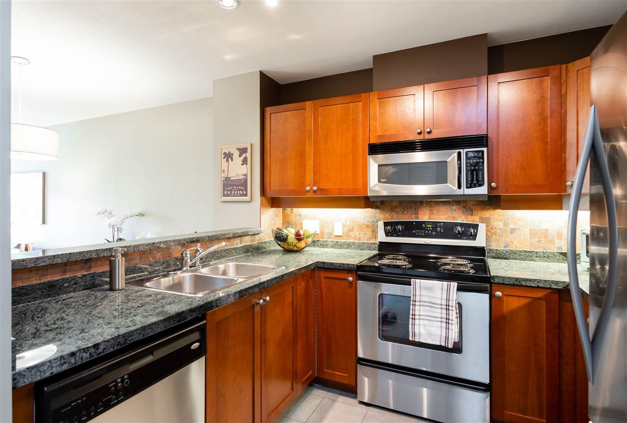 Photo 7: Photos: 401 675 PARK CRESCENT in New Westminster: GlenBrooke North Condo for sale : MLS®# R2304752