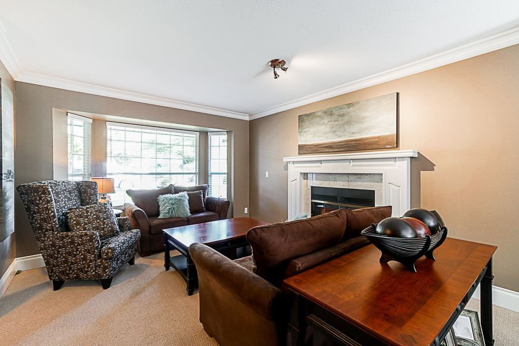 Photo 2: Photos: 5927 169A STREET in Surrey: Cloverdale BC House for sale (Cloverdale)  : MLS®# R2306406