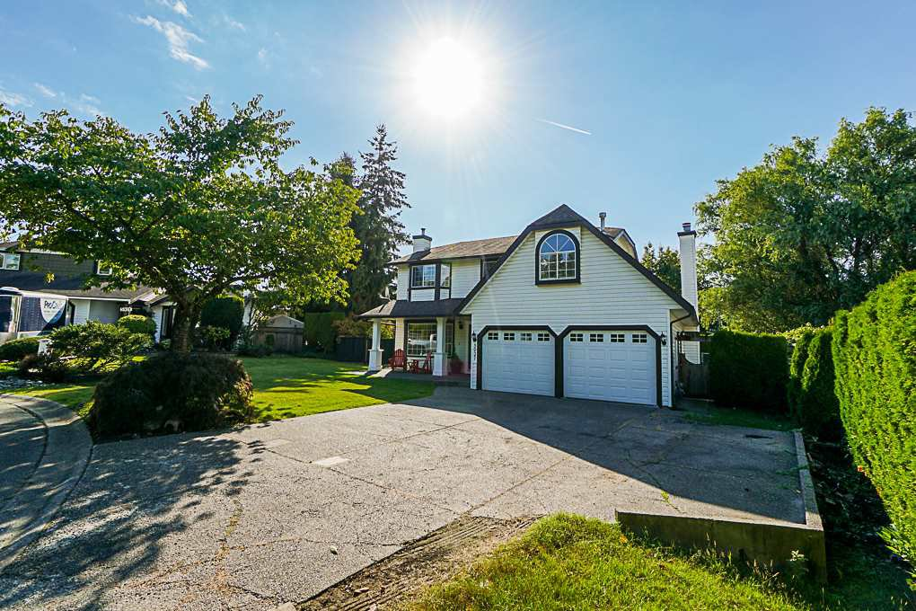 Photo 1: Photos: 5927 169A STREET in Surrey: Cloverdale BC House for sale (Cloverdale)  : MLS®# R2306406