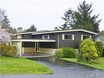 Main Photo: 2426 Evelyn Place in VICTORIA: SE Arbutus Single Family Detached for sale (Saanich East)  : MLS®# 307278