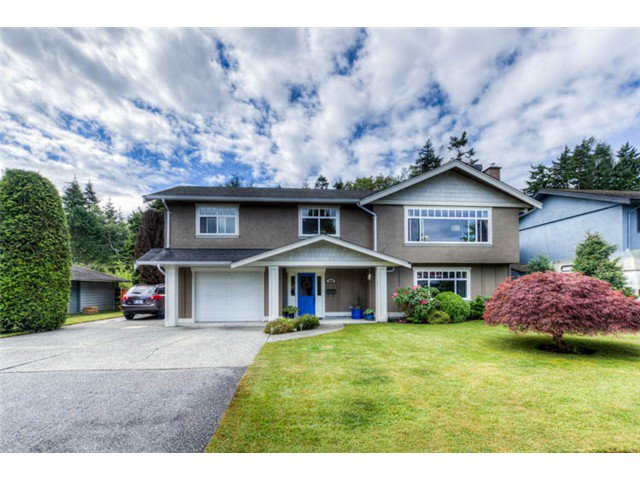 """Main Photo: 5340 WALLACE Avenue in Tsawwassen: Pebble Hill House for sale in """"PEBBLE HILL"""" : MLS®# V1011943"""