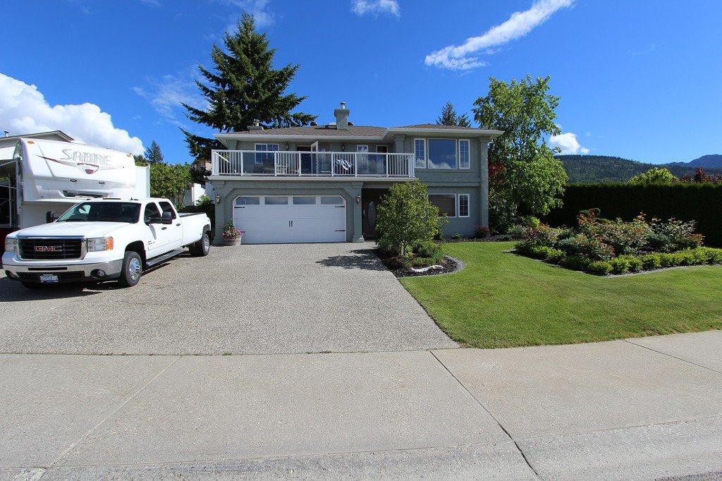 Main Photo: 120 SE 17th SE Street: Salmon Arm House for sale (Shuswap)  : MLS®# 10117412