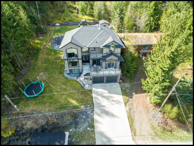 Main Photo: 3083 Cedar Drive in Blind Bay: Cedar Heights House for sale : MLS®# 10130699