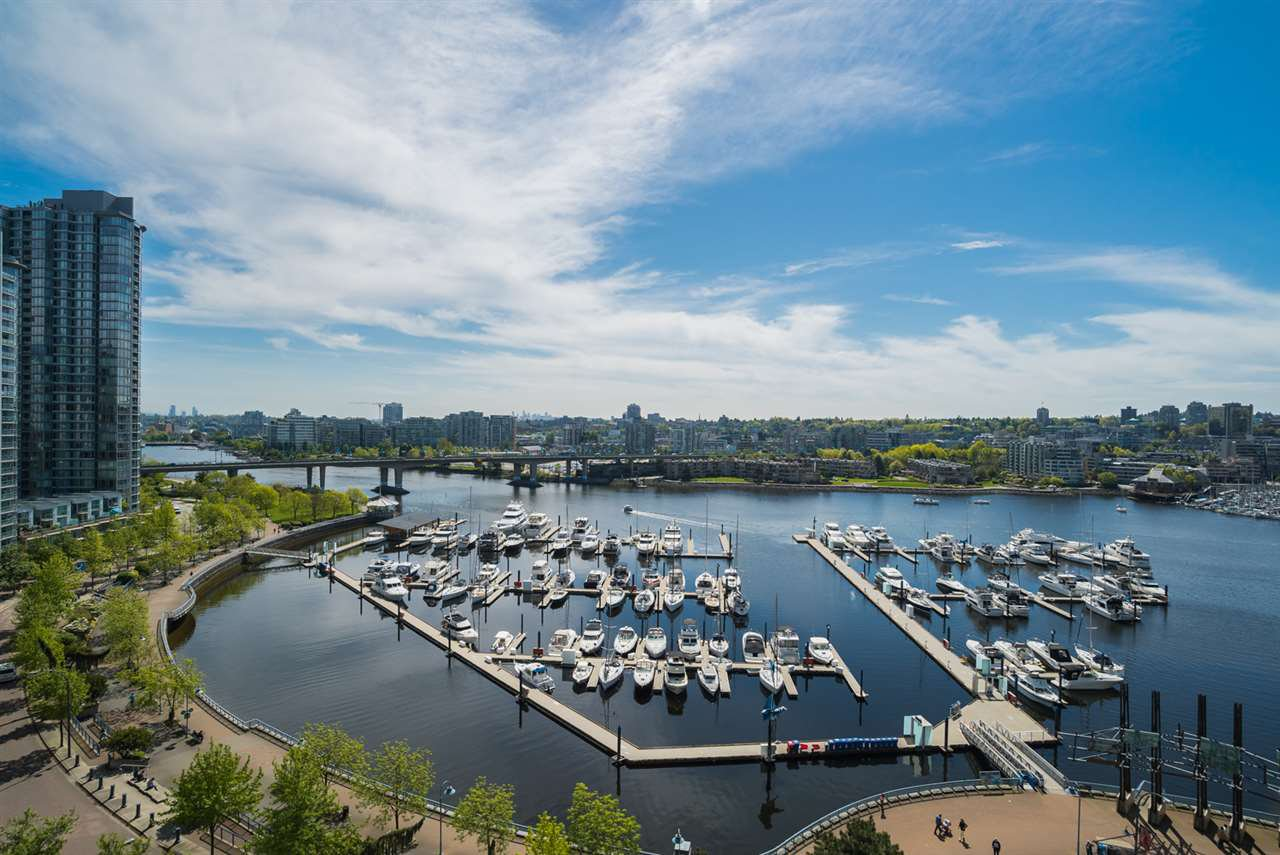 Main Photo: 1502 1199 MARINASIDE CRESCENT in Vancouver: Yaletown Condo for sale (Vancouver West)  : MLS®# R2268201