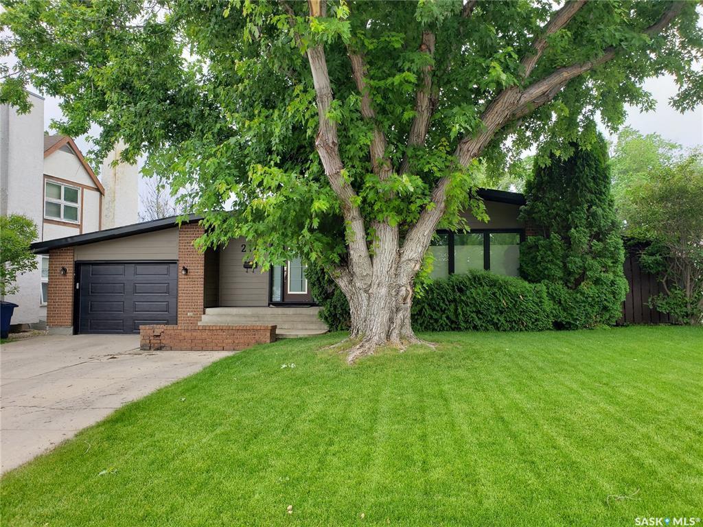 Main Photo: 218 Avondale Road in Saskatoon: Wildwood Residential for sale : MLS®# SK780034