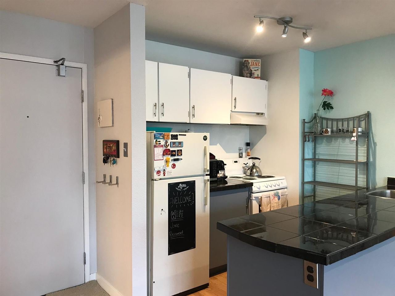 Main Photo: 718 1330 BURRARD Street in Vancouver: Downtown VW Condo for sale (Vancouver West)  : MLS®# R2405787