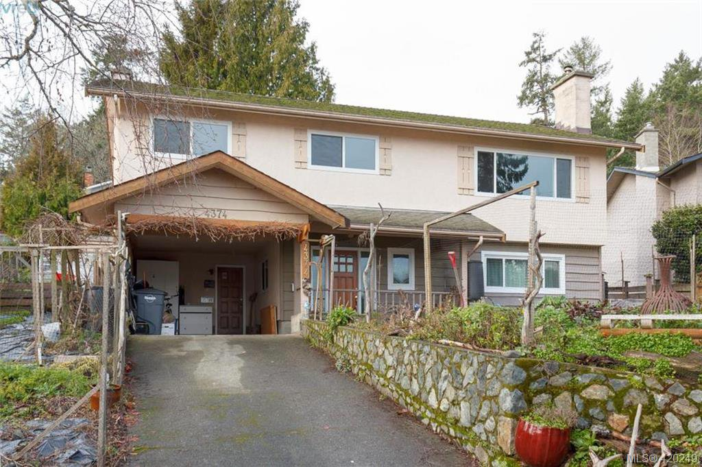 Main Photo: 4374 Elnido Cres in VICTORIA: SE Mt Doug Single Family Detached for sale (Saanich East)  : MLS®# 831755