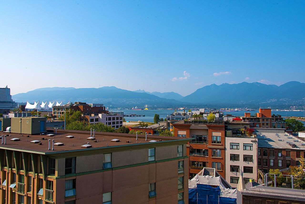 """Photo 3: Photos: 710 22 E CORDOVA Street in Vancouver: Downtown VE Condo for sale in """"VAN - HORNE"""" (Vancouver East)  : MLS®# R2444041"""