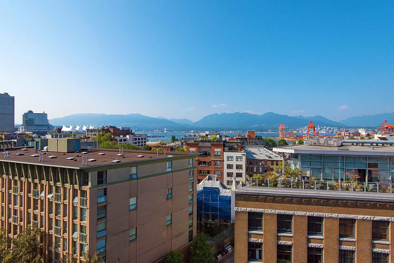 """Photo 2: Photos: 710 22 E CORDOVA Street in Vancouver: Downtown VE Condo for sale in """"VAN - HORNE"""" (Vancouver East)  : MLS®# R2444041"""