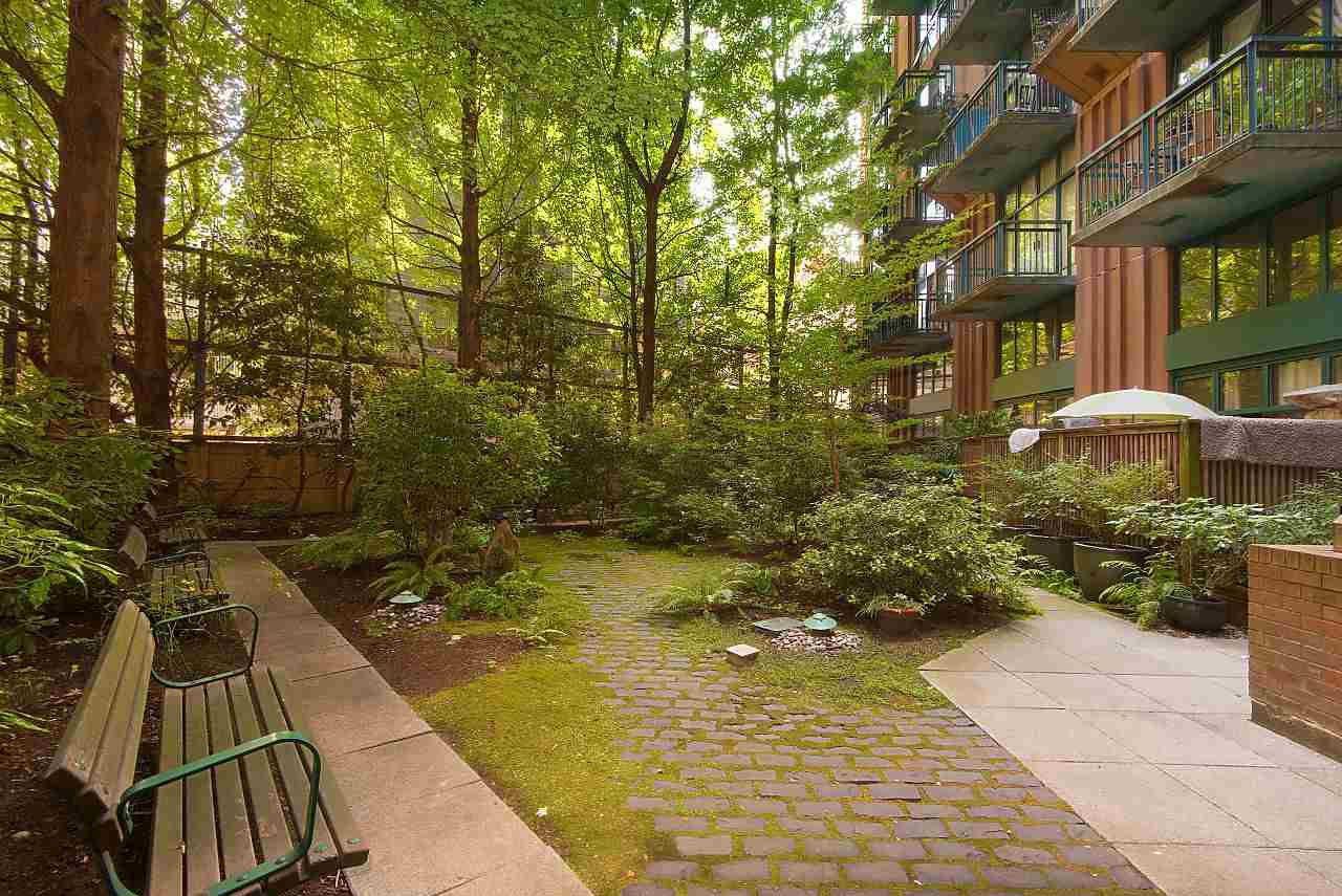 """Photo 15: Photos: 710 22 E CORDOVA Street in Vancouver: Downtown VE Condo for sale in """"VAN - HORNE"""" (Vancouver East)  : MLS®# R2444041"""