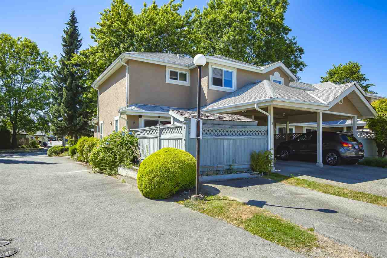 Main Photo: 9 9540 PRINCE CHARLES Boulevard in Surrey: Queen Mary Park Surrey Townhouse for sale : MLS®# R2482269