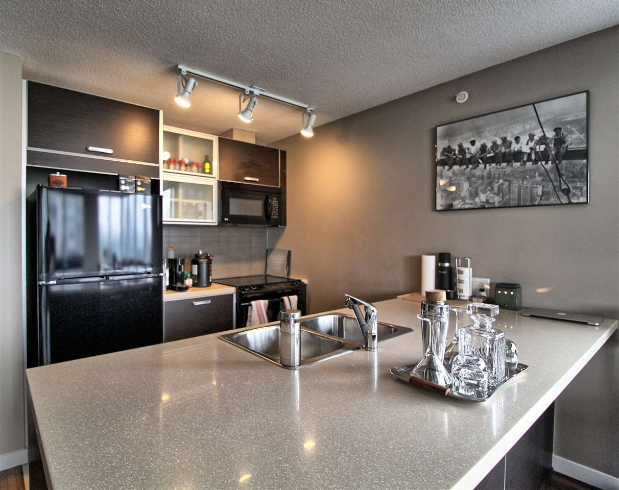 """Main Photo: 1407 13688 100 Avenue in Surrey: Whalley Condo for sale in """"Park Place One"""" (North Surrey)  : MLS®# R2499938"""