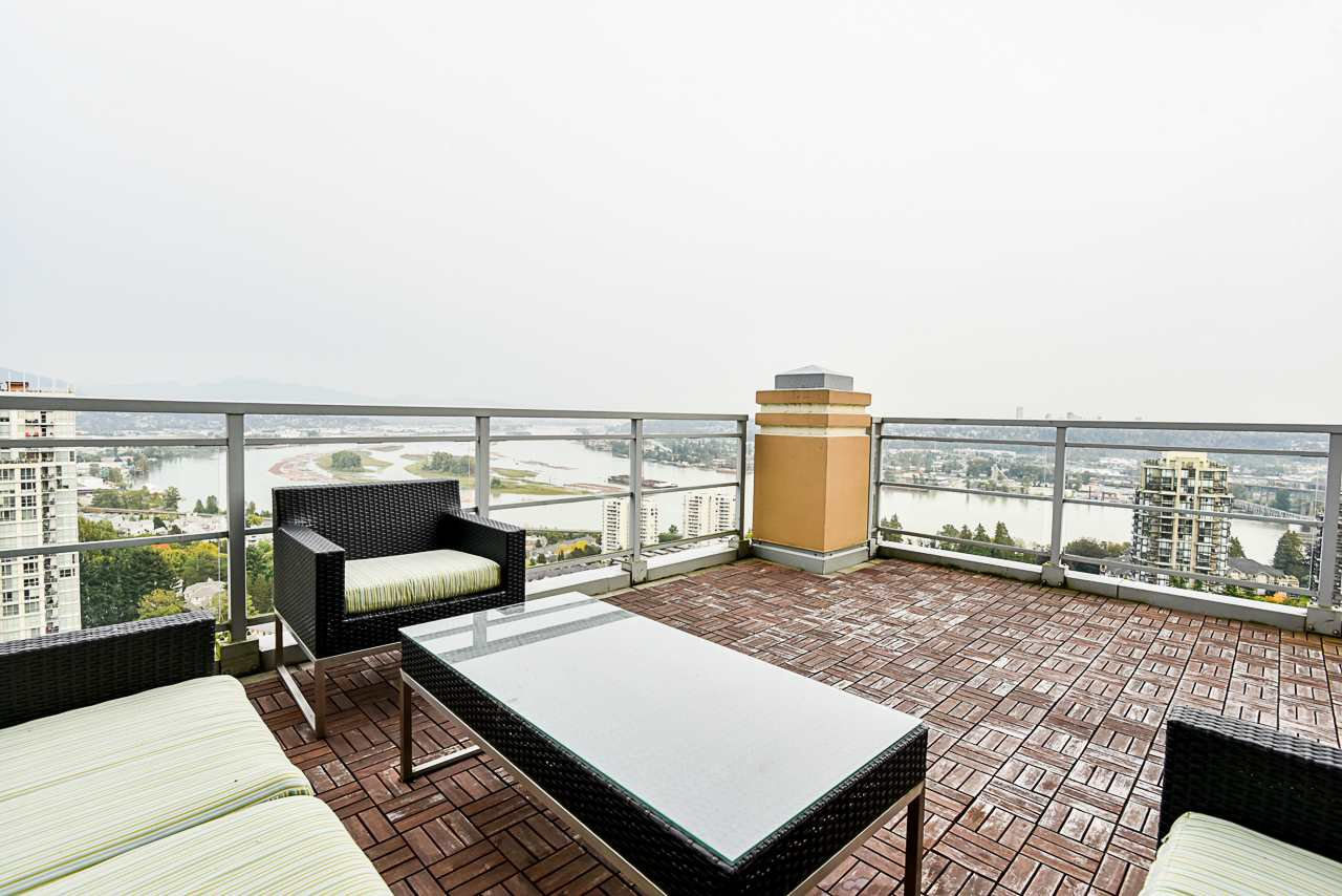 """Main Photo: 2302 280 ROSS Drive in New Westminster: Fraserview NW Condo for sale in """"THE CARLYLE ON VICTORIA HILL"""" : MLS®# R2504793"""