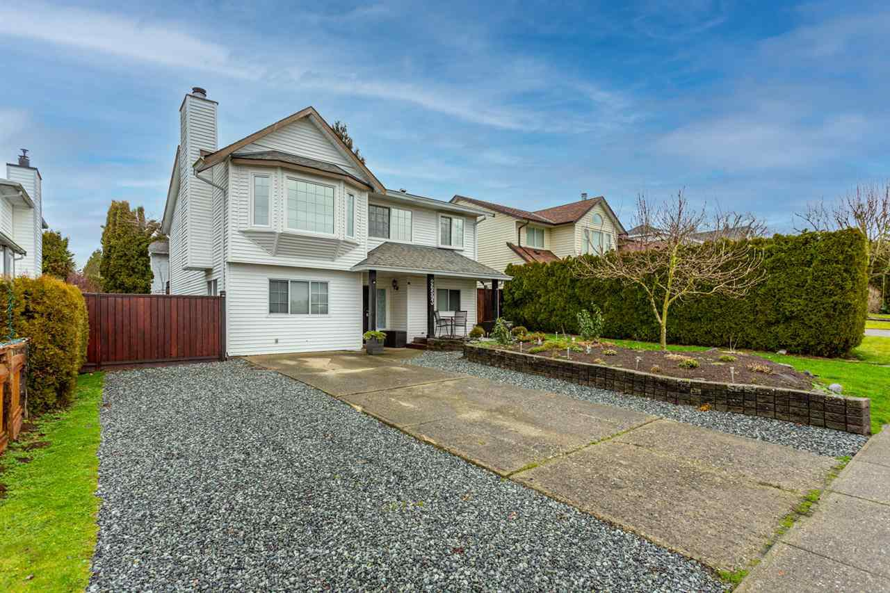 Main Photo: 26593 28 Avenue in Langley: Aldergrove Langley House for sale : MLS®# R2526387