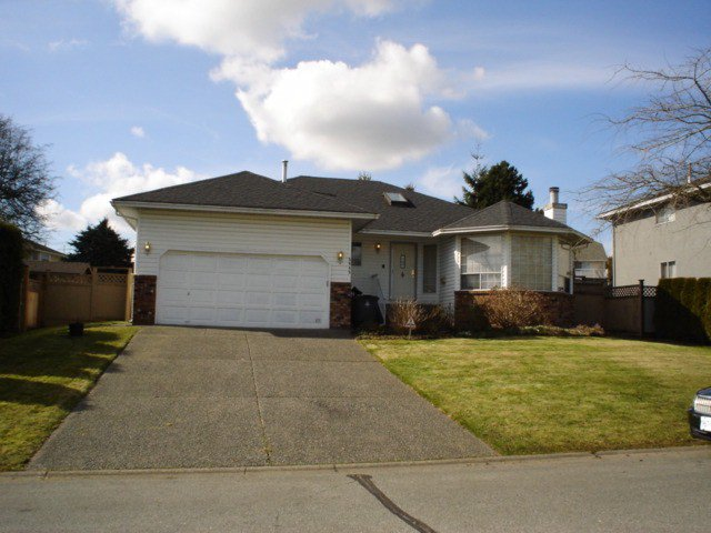 Main Photo: 5645 SUNDALE GR in Surrey: Cloverdale BC House for sale (Cloverdale)  : MLS®# F1405784