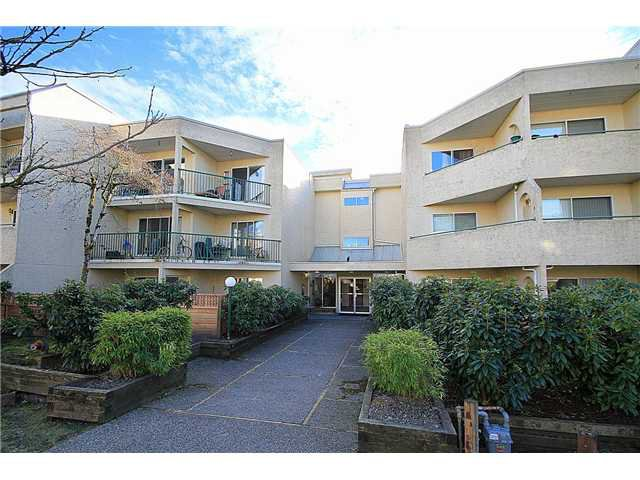 Main Photo: 306 1050 HOWIE Avenue in COQUITLAM: Central Coquitlam Condo for sale (Coquitlam)  : MLS®# V1040493
