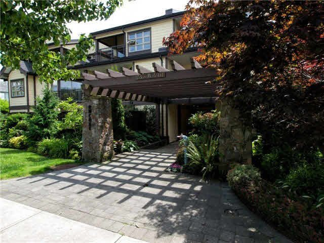 Main Photo: 109 235 W 4TH Street in North Vancouver: Lower Lonsdale Condo for sale : MLS®# R2406950
