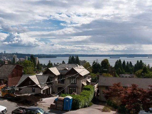 Main Photo: 2479 OTTAWA Ave in West Vancouver: Home for sale : MLS®# V985921