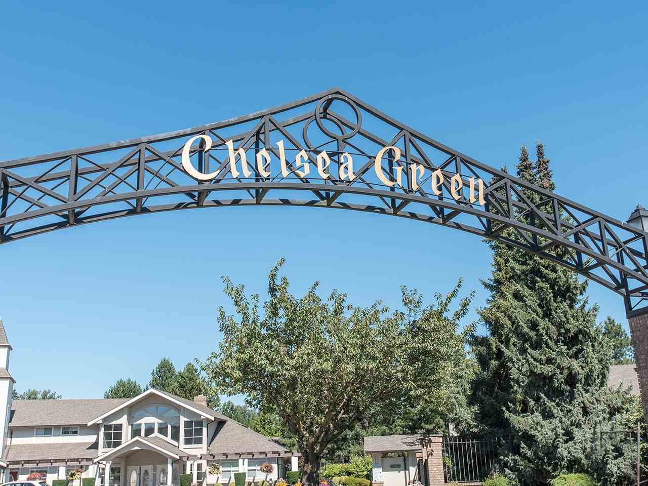 """Main Photo: 170 20391 96 Avenue in Langley: Walnut Grove Townhouse for sale in """"CHELSEA GREEN"""" : MLS®# R2494779"""