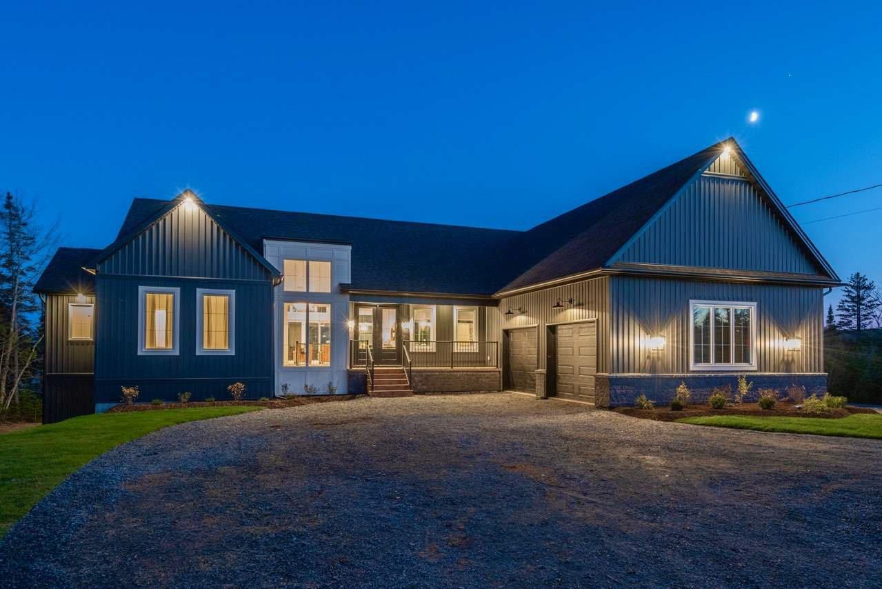 Main Photo: 1036 McCabe Lake Drive in Middle Sackville: 26-Beaverbank, Upper Sackville Residential for sale (Halifax-Dartmouth)  : MLS®# 202022732