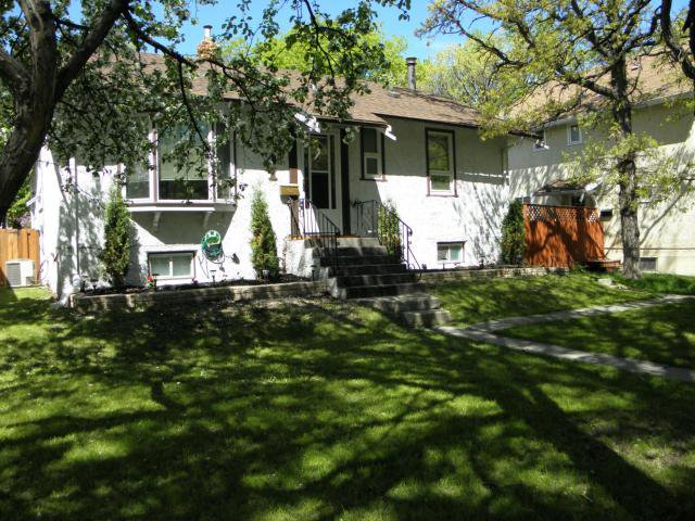 Main Photo: 241 Lanark Street in WINNIPEG: River Heights / Tuxedo / Linden Woods Residential for sale (South Winnipeg)  : MLS®# 1311402