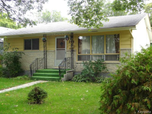Main Photo: 218 Lanark Street in WINNIPEG: River Heights / Tuxedo / Linden Woods Residential for sale (South Winnipeg)  : MLS®# 1422427
