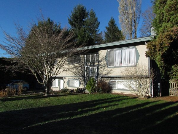 Main Photo: 2925 Old Clayburn Road in Abbotsford: Abbotsford East House for rent