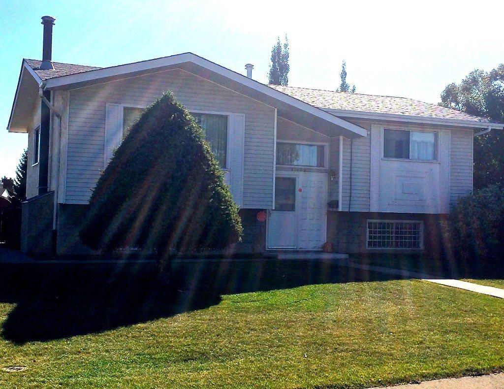 Main Photo: 11009 - 163A Avenue: Edmonton House for sale : MLS®# E3431968