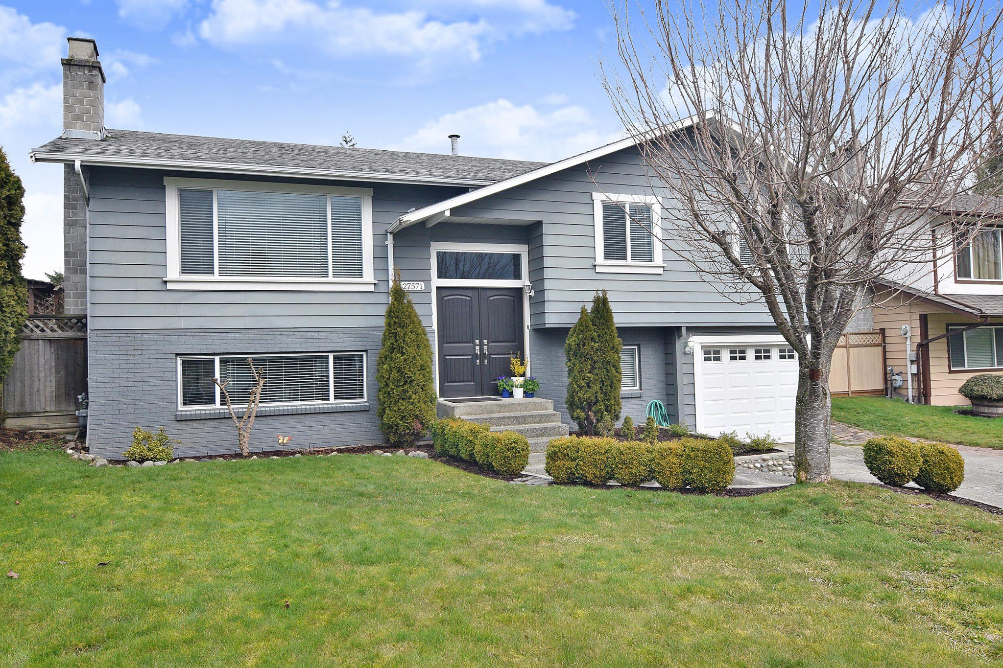 Main Photo: 27571 32A Avenue in Langley: Aldergrove Langley House for sale : MLS®# R2438545