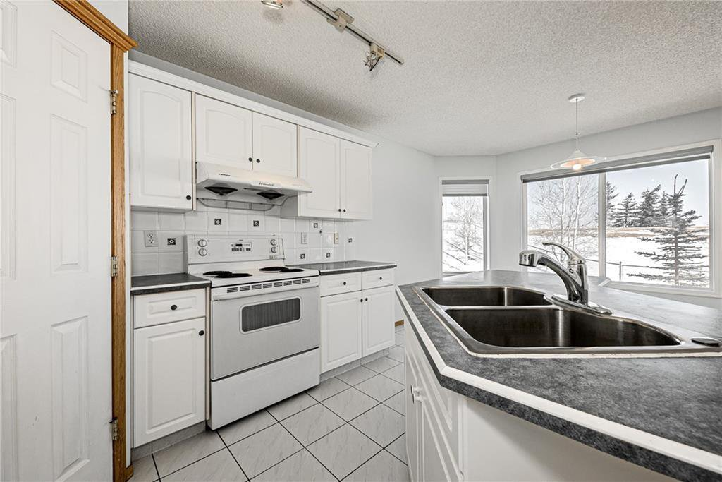 Photo 7: Photos: 242 SCOTIA Point NW in Calgary: Scenic Acres Detached for sale : MLS®# C4291912